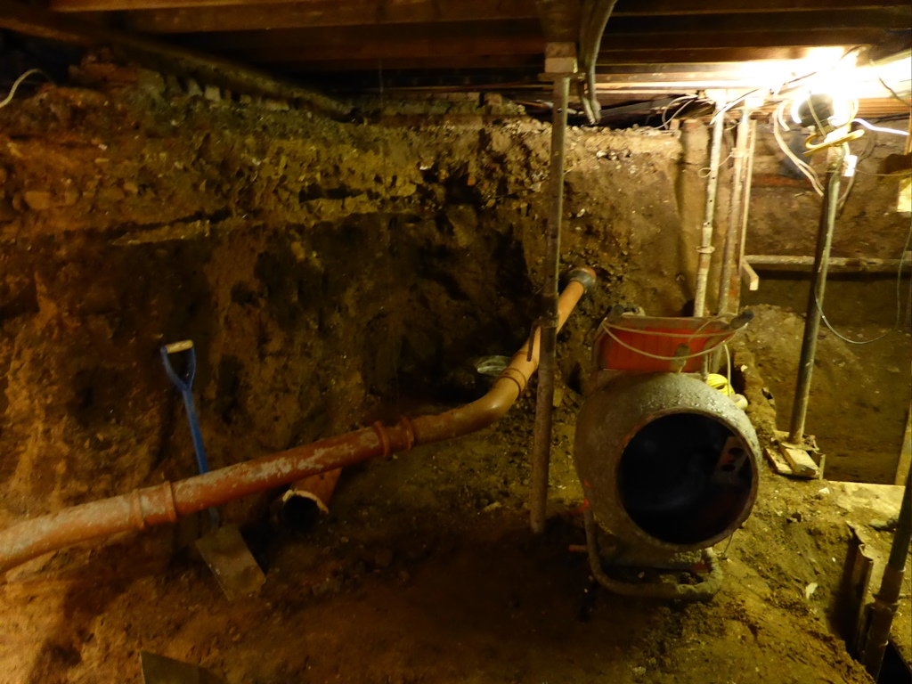 A basement excavation without lateral propping (photograph taken from the HSE report)